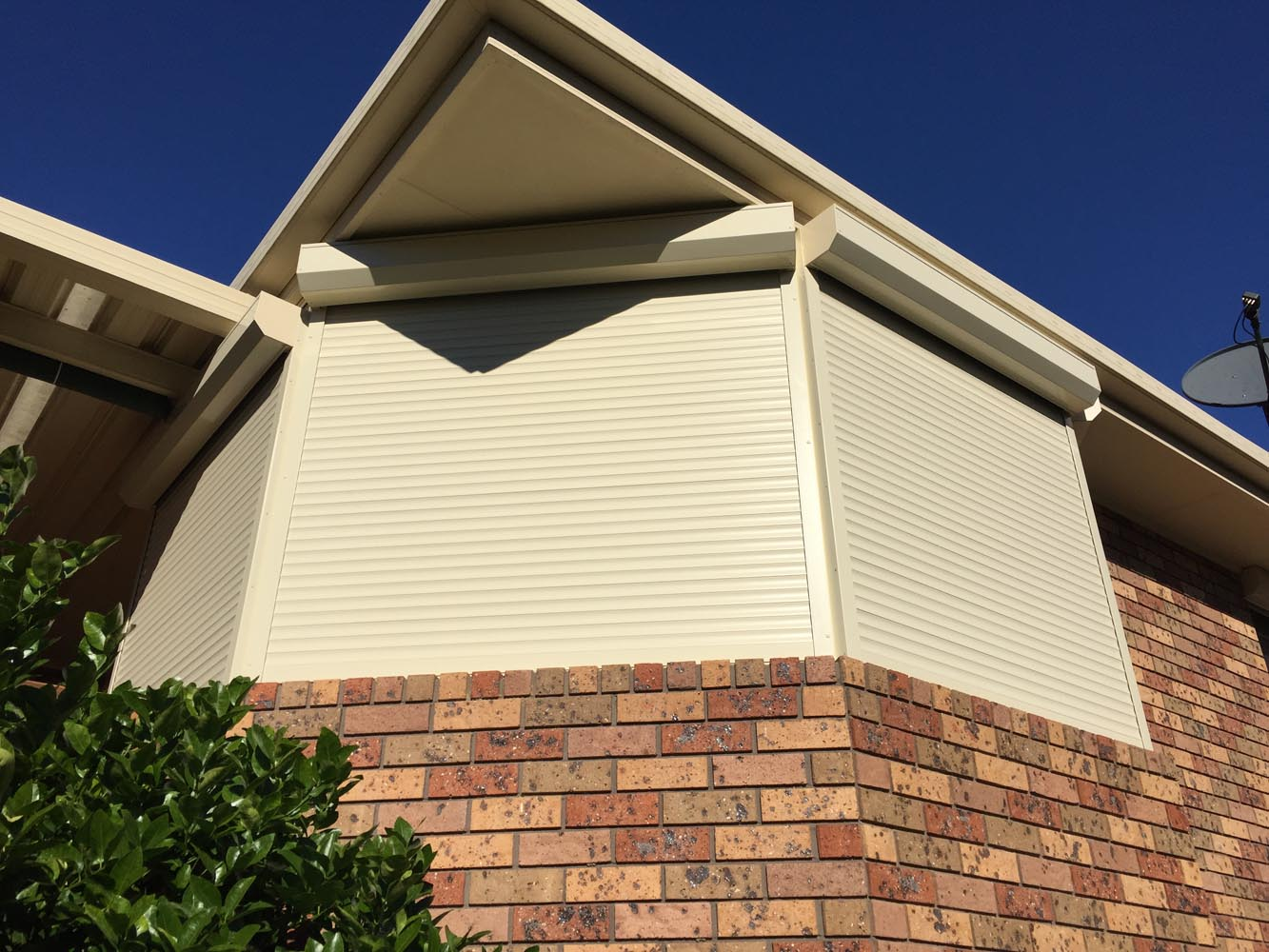 The Benefits Of Roller Shutters For Bay Windows